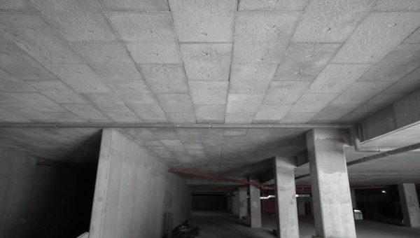 Na zateplení stropu garáže