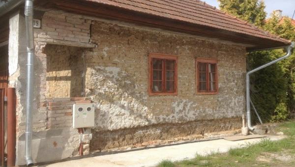 Na zateplení hliněného domu